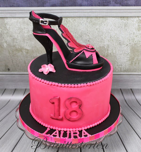 high heels mit torte in pink schwarz zum 18 geburtstag. Black Bedroom Furniture Sets. Home Design Ideas