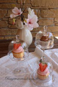 drei Gläsermit cupcake